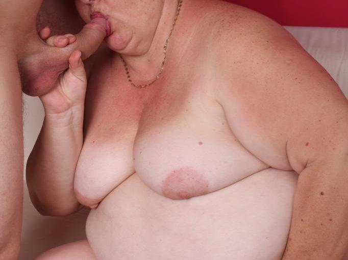 PLUMPER Margaret Gets Sloppy Facial cumshot
