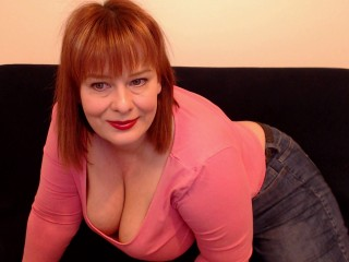 Cam on cam with PLUS-SIZE HoneyBBW69 wants skype entertainment