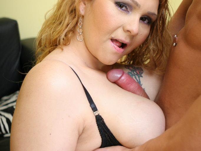 Blonde PLUMPER Luana Jammed