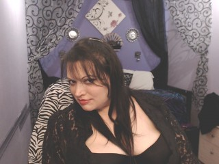Cosplay chat with PLUMPER RavenRyderXO wants single guys for entertainment