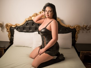 Flirt chat with PLUS-SIZE IrenneMayer needs naughty live entertainment