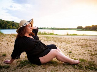 Cam2cam with PLUS-SIZE KarlieBrooks craves online have fun time