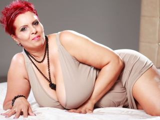 Flirt chat with PLUS-SIZE Libely covets ohmibod & squirt fun