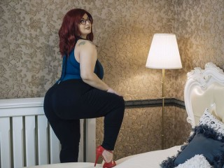 Voice chat with PLUS-SIZE SandraStar seeks interactive fun