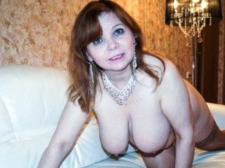 Online chat with PLUMPER SquirtAllOverYou seeks adult play time