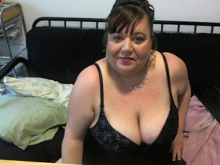 Sex chat with BBW SweetBabyGirl40 wants dirty squirting play time